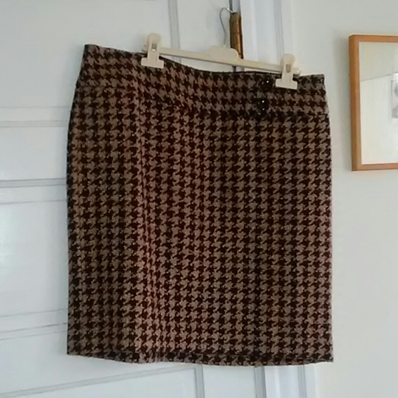Gorgeous fully lined wool blend Ann Taylor skirt